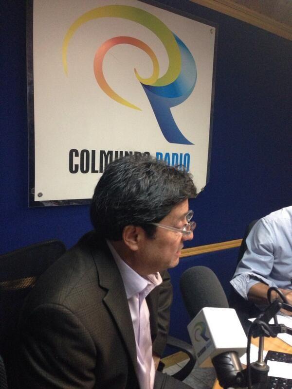 En Colmundo Radio Bogotá. @PachoSantosC