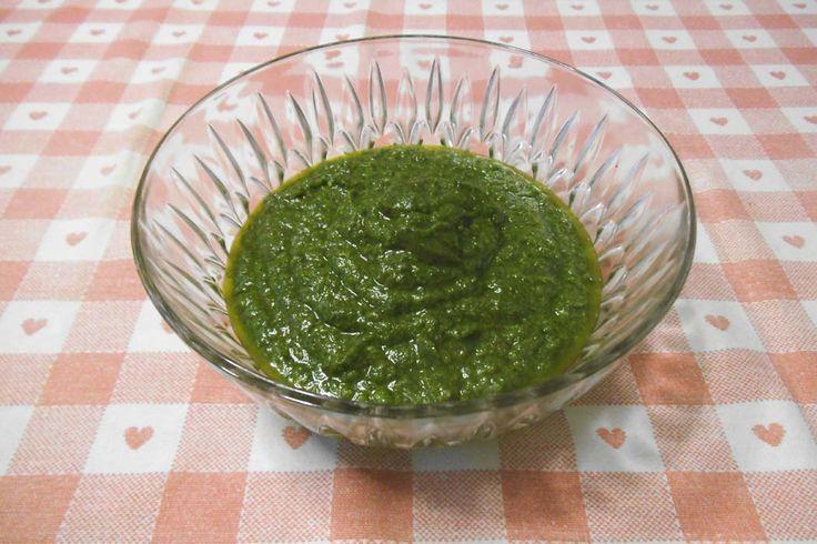 Ricetta del pesto genovese di Mymistercook. Il basilico è l'ingrediente alla base del pesto alla genovese, una tra le più famose salse della cucina italiana