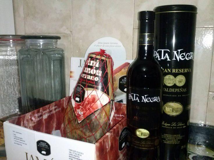 Vinho Pata Negra acompanhando, e muito bem, o mini Jamón Serrano Josep Llorens. Paixão!!!