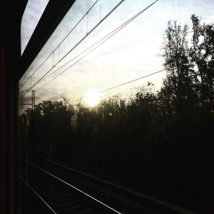 #travel #travelling #travelgram #trainspotting #fromwindow #dawn