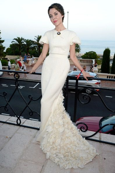 Ulyana Sergeenko, en el Love Ball, con un precioso vestido blanco de la colección de la propia diseñadora de la primavera 2013.