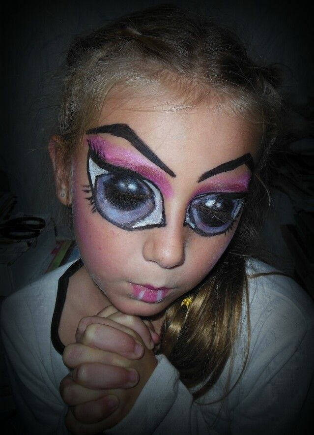 Halloween makeup for Draculaura, Monster High. Still needs some refining, but not a bad trial run :-)