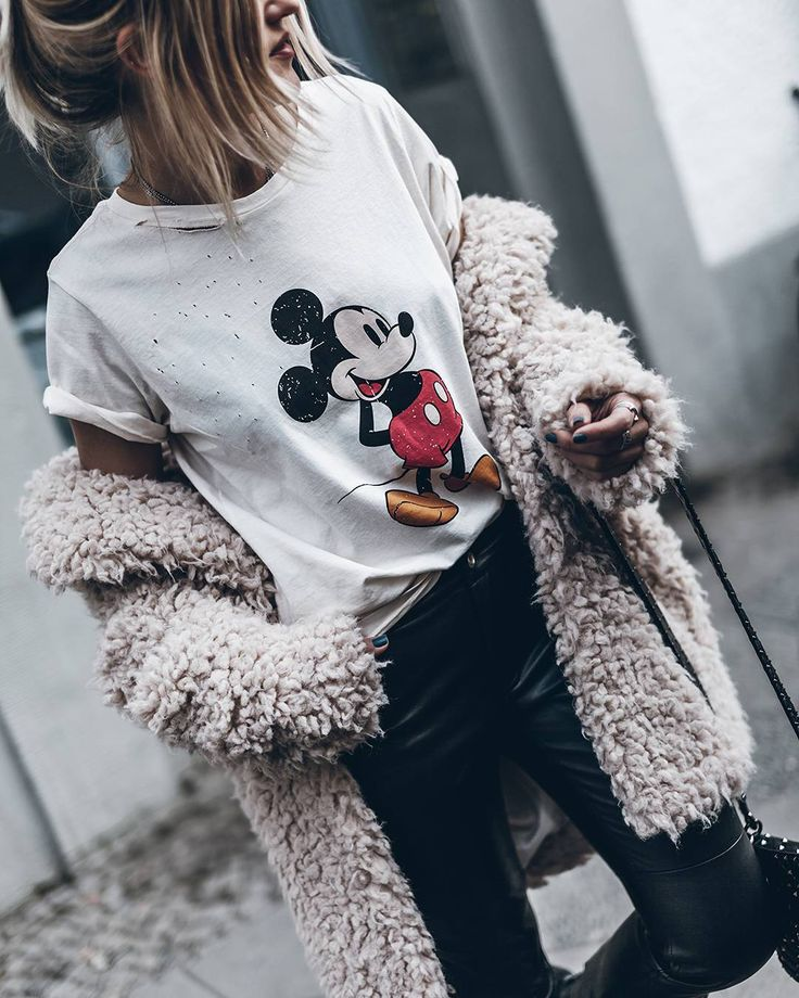 "26.4b Beğenme, 232 Yorum - Instagram'da Jacqueline Mikuta (@mikutas): ""  Mickey mouse ❤ @lagrandeboutiquelgb #ootd #lagrandeboutique"""
