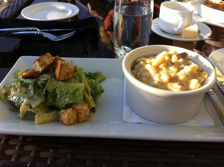 Pier 17 in Blind River! 4 Cheese & Bacon Mac&Cheese and caesar salad! #algomacountry
