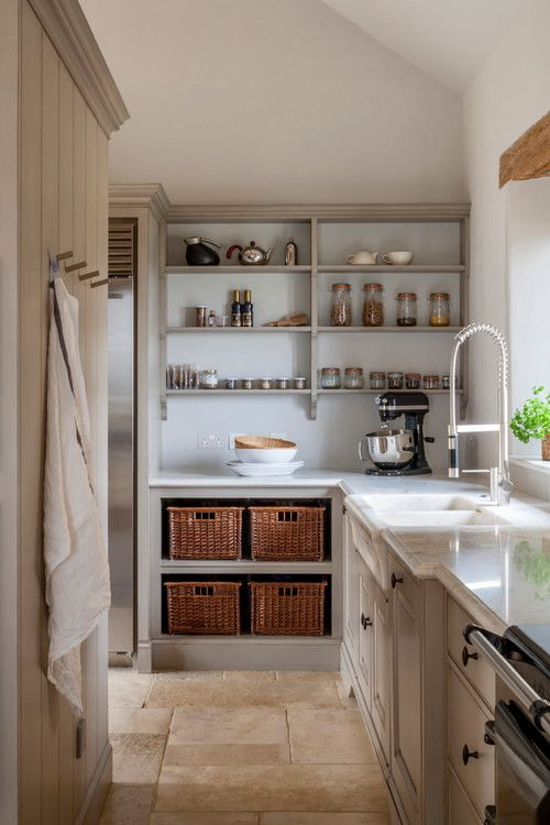 Butler S Pantry Vs Scullery What S The Difference Pantry Ideas