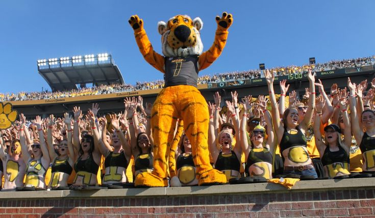 Here's what it's like to attend homecoming at the school that invented the tradition - Mizzou