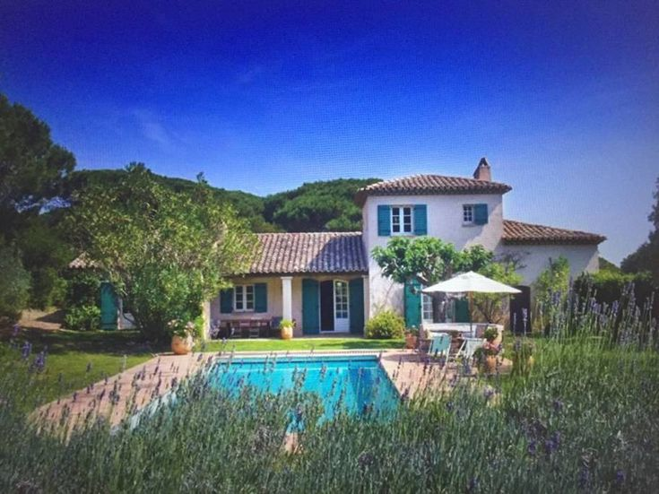 Ganze Unterkunft in Saint Tropez, Frankreich. St Tropez Ramatuelle 7 aircon bedrooms 4 bath Provencale Villa with a 1ha garden, large heated pool nested in thepeaceful Cap Camarat Natural Park by the Chateau Volterra Vineyards. 15/20mn walk to Pamplonne beach and La Reserve hotelSpa 5mn drive...
