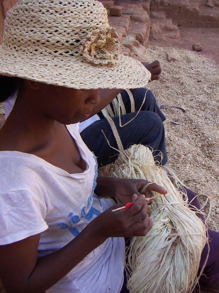 Sustainable, African fashion - http://la-maison-afrique.se/fair_trade/all-hats-alla-hattar/hattar-hats