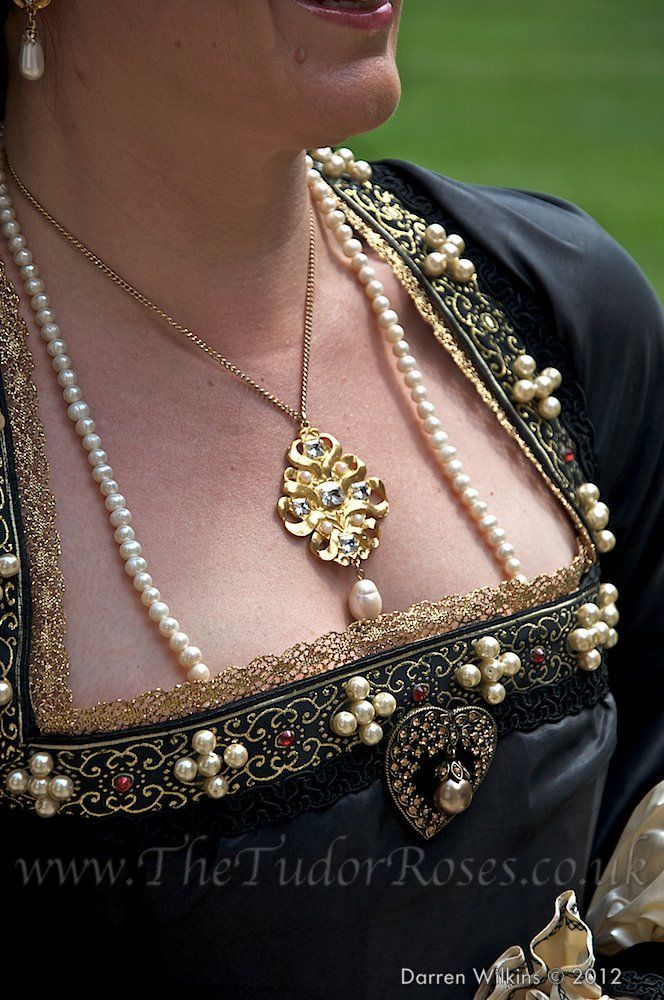 cross pattern pearls on the trim of the bodice is very opulent and very period, so love it