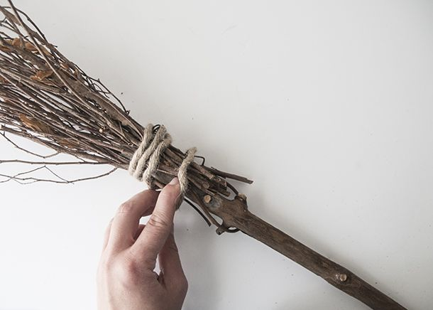 how to make a witches broom halloween