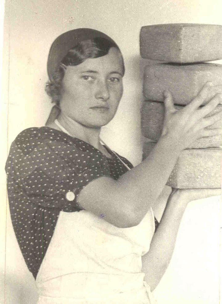 http://englishrussia.com/images/soviet_worker_women/2.jpg