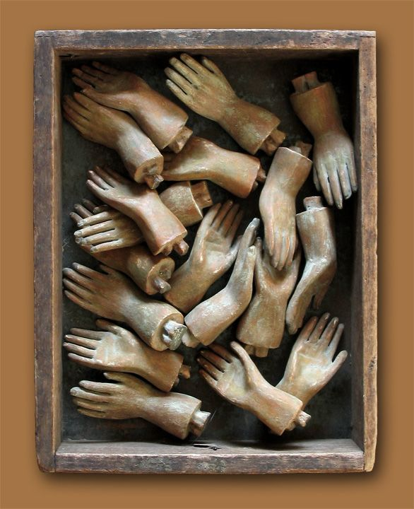 A box of hands from 'la belle brocante' which I confess to coveting not only for the aesthetic pleasure but because I think of the art dolls I could dress up with these expressive little extremities...