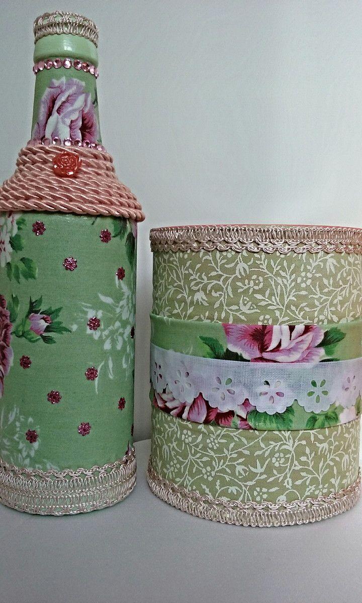 Garrafa de vidro, pintada e decorada com tecido, tira bordada, cordão e aplique em strass.   Lata (de leite) decorada com mesmo processo acompanha a garrafa.   Pronta entrega.