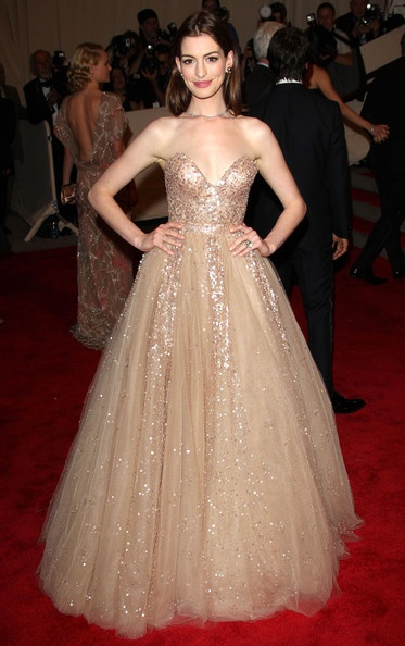 Anne Hathaway at 2010 MET Gala in Valentino