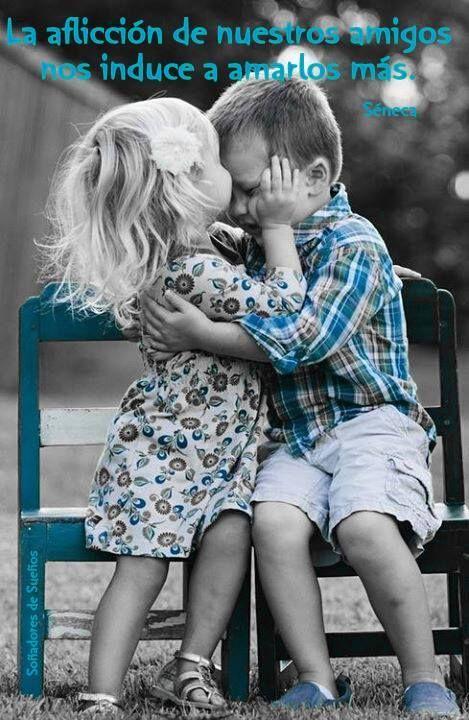 La aflicción de nuestros amigos nos induce a amarlos más. Séneca*