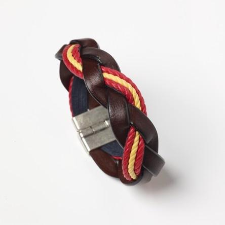 Pulsera de cuero marrón combinada con los colores de la bandera de España