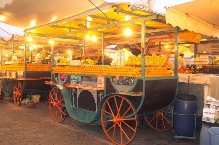 オレンジジュースの屋台も数多く出店します。 絞りたての果汁100%のオレンジジュースは値段も手頃な上に味も最高で、乾いた咽喉を潤すのにぴったりです。