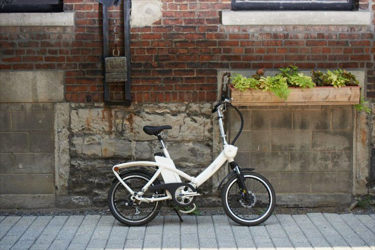 Solex vélo pliable  Ce vélo pliant électrique signé Pininfarina s'inscrit dans la lignée des modèles Solexity.  Ce vélo Solex électrique, se plie en 4 étapes et 20 secondes et il est donc très facile à transporter. Que vous l'utilisiez en milieu urbain, l'emportiez en train, en bateau ou en camping, il trouvera sa place partout.