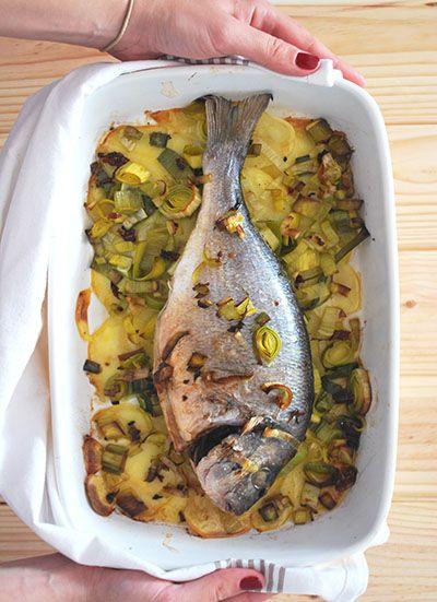 Dorada al horno con patatas y puerro – elpucheretedemari