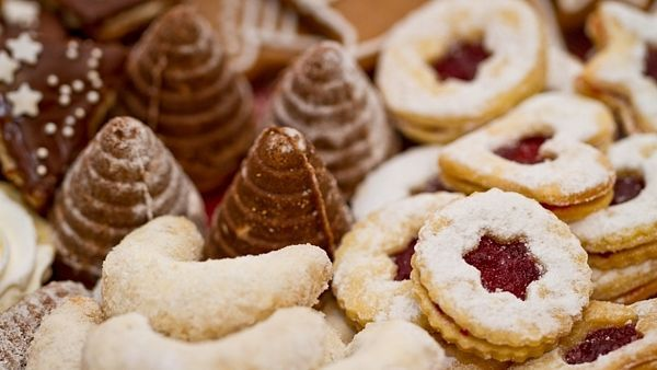 Vánoční cukroví peče většina českých domácností-recepty: A nice selection of unusual recipes, all in Czech