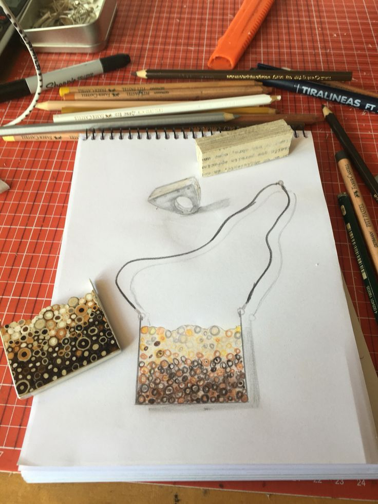 Diseñando y armando!!!Colgante y anillo  Papel, plata y cuero natural