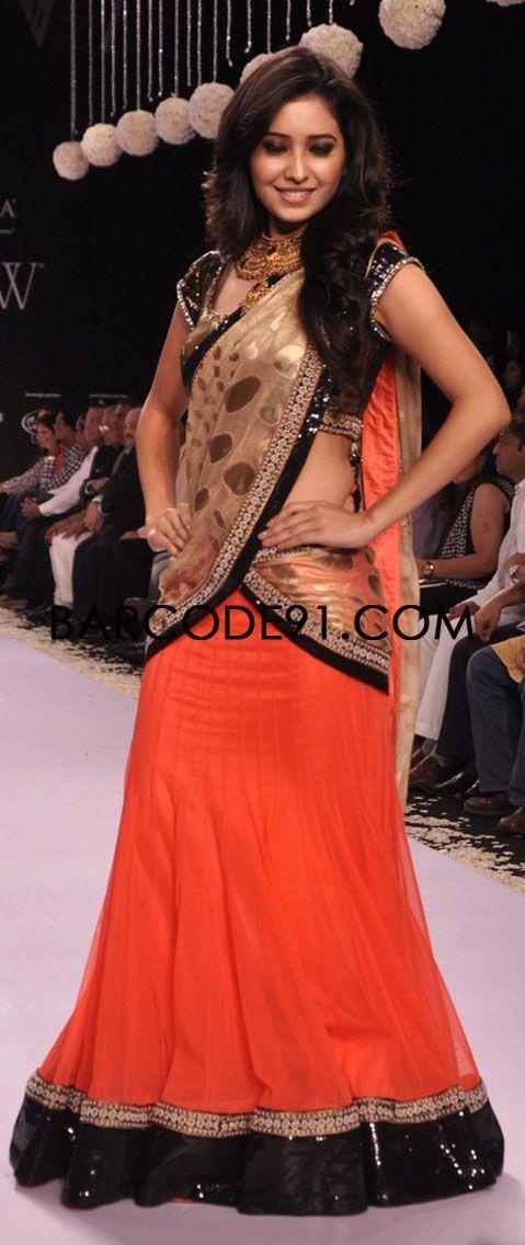 http://www.barcode91.com/designers/geetanjali.html  TV Serail Actors walk the ramp for Geetanjali jewellery at IIJW 2013.