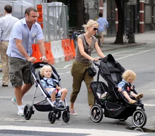 Here Is The Phil And Teds Stroller That Naomi Watts And