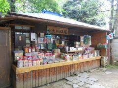東京都豊島区雑司ヶ谷に昔懐かしい駄菓子屋があるのを知っていますか お店の中には種類くらいの駄菓子がズラリと並んでいてつい童心に返っちゃいます 子どもだけではなく昔を懐かしむ大人も多く訪れるんですよ ジブリの名作おもひでぽろぽろの舞台になったことでも有名です tags[東京都]