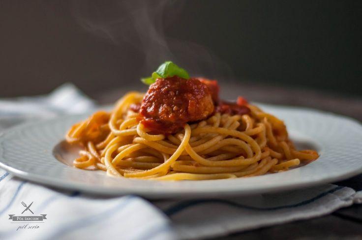 Spaghetti z klopsikami w sosie pomidorowym  polzarciempolserio.pl
