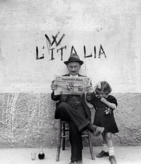 ALTO TRADIMENTO. Fatta la legge, votato l'inganno.   Ph. Ferdinando Scianna - Una Lady italiana