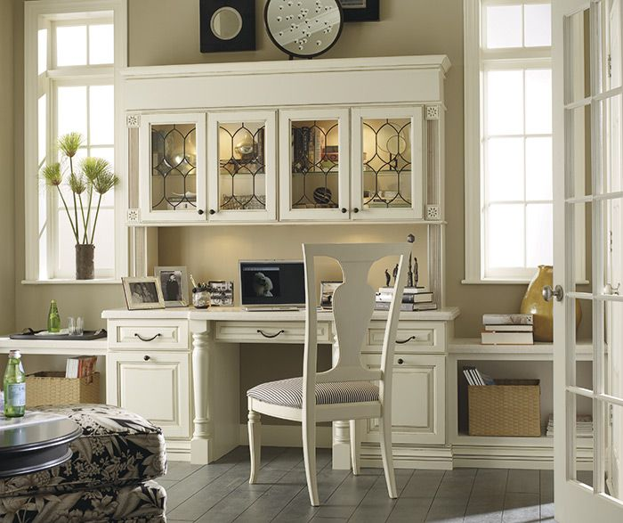 """Traditional elegance at its finest. Embellished with spooled legs, decorative art glass, stacked moulding features and open shelving, this office space really sets the stage for the """"wow"""" factor."""