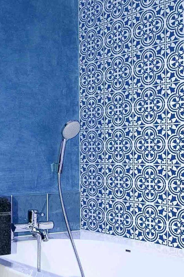Portuguese Tiles Are Totally The New Subway Tiles Portuguese Tiles Bathroom Design Trends Trending Decor