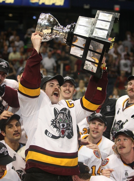 Chicago Wolves #20 Darren Haydar and teammates winning the 2008 Calder Cup