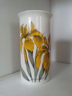 Arabia Finland Keltainen Kurjenmiekka Iris Iris Iris, design: Esteri Tomula