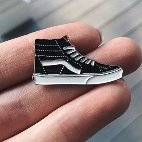 'Vans' #lapelpin from @kwtallantdesigns. #patchcommand Link to store in their bio. Give them a #follow while you're there. #vans #skate