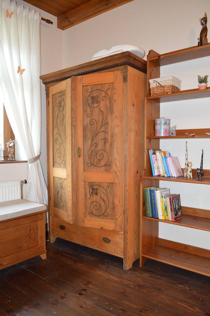 Baba szoba faragott szekrény, könyvespolc baby room