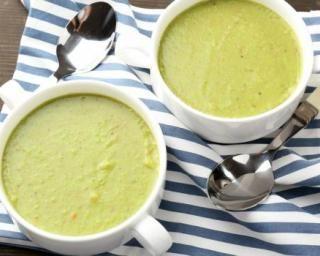 Soupe de poireaux et flocons d'avoine à l'irlandaise : http://www.fourchette-et-bikini.fr/recettes/recettes-minceur/soupe-de-poireaux-et-flocons-davoine-lirlandaise.html