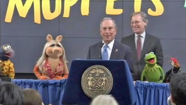 I love this picture, everytime I look at it I giggle -- everybody looks slightly loopy. :) Muppets Named Official Family Ambassador to New York City (@NBCNewYork)