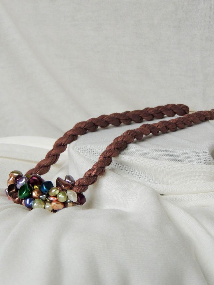 Náhrdelník úplet brown&colourful  Cena: 350,- Kč (13 euro)