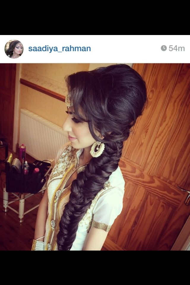 Love this beautiful fishtail braid on this bride. Would be the perfect look for any mendhi party!