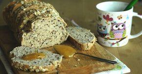 Il pane semintegrale con latticello e miele è perfetto per la colazione o la merenda.Ha una crosta croccante e l'interno morbidissimo.