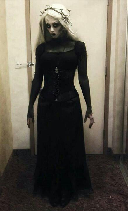 Halloween costume inspiration: dark witch