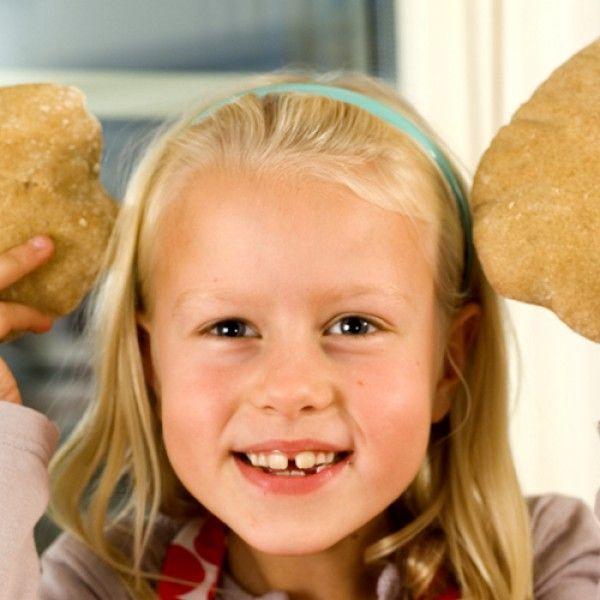 Pitabrød er perfekte brød til å putte godt pålegg inni. Både pitabrød og naanbrød er noen av de eldste brødene...