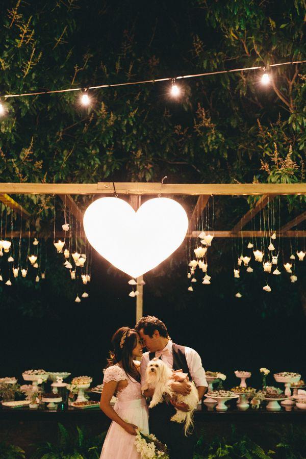 Vocês lembram da Silvinha e do Dim? Eles já passaram por aqui com o pré-casamento e love story! São tão, mas tão lindos! Hoje vamos compartilhar com vocês o casamento, que é inspiração pura! O casamento precisava ser em meio à natureza, de dia, simples, com muitos detalhes e com a cara deles! Todos os ...