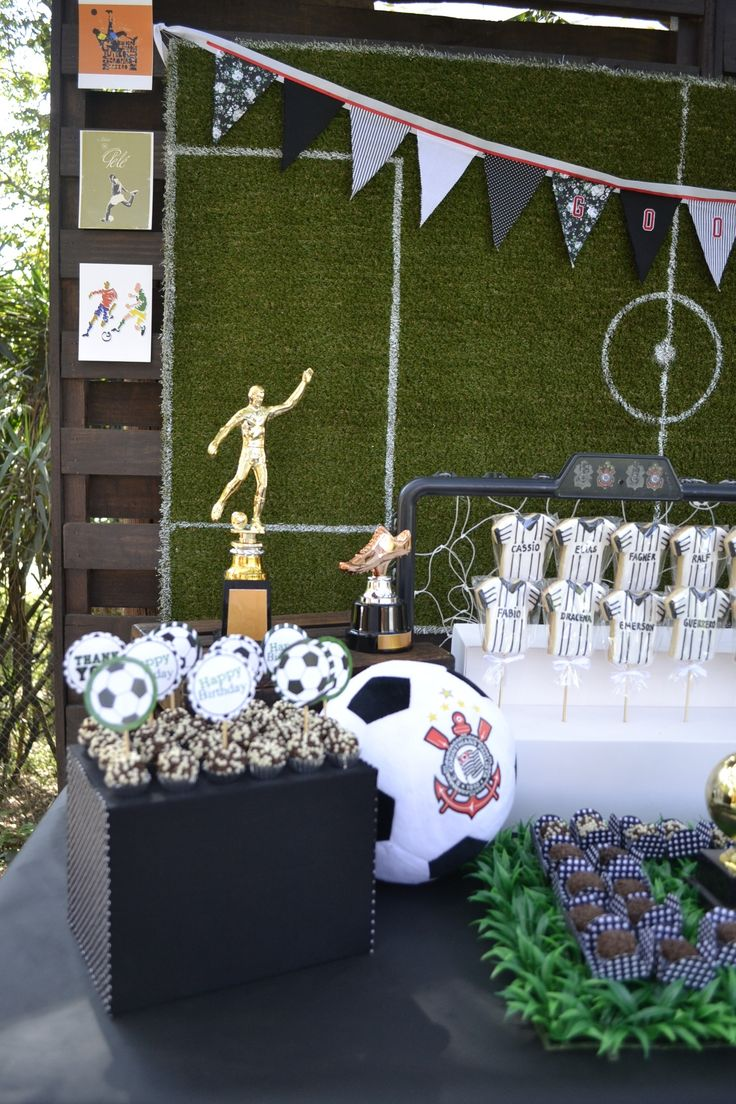 comprosição que adoro de painel do campo de futebol, imagens, trofeus e muito mais Festa de futebol  Soccer Party