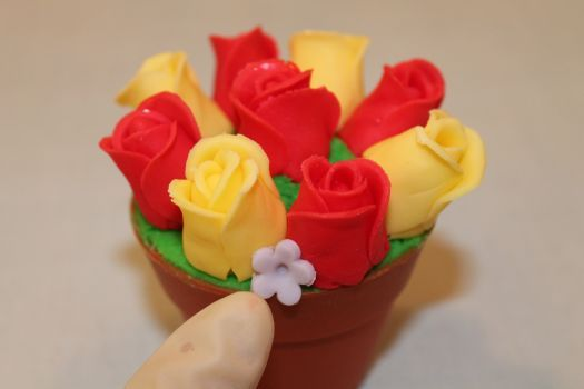 Share Tweet Pin It Post Mail With Mothers day approaching I thought I would show you how to make a flower pot cupcake. This is what I used: Silicone flower pot cases (these ones were purchased in Lakeland) Buttercream Glass of water Paint brush Rolling pin Some coloured fondant, I have used, red, yellow and…   [read more...]