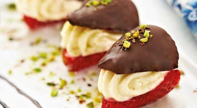 Fragole con cioccolato fondente e mousse di mascarpone e pistacchi | Alice.tv