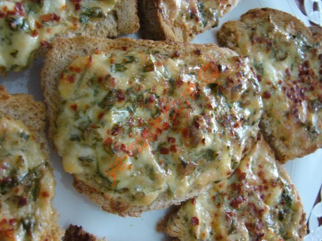 Bayat Ekmekleri Değerlendirmenin En Lezzetli Yöntemleri | En Kaliteli Yemek Tarifleri Sitesi : http://ye-mek.net/liste/bayat-ekmekleri-degerlendirmenin-en-lezzetli-yontemleri