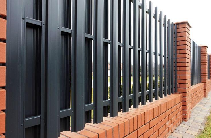 Металлоштакетник - забор с двойным рядом штакетника