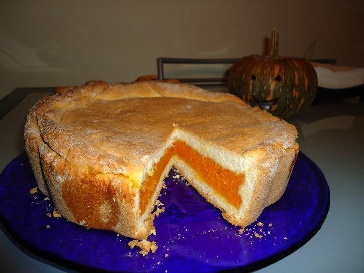 my tube cake with pumpkin  Halloween 2011
